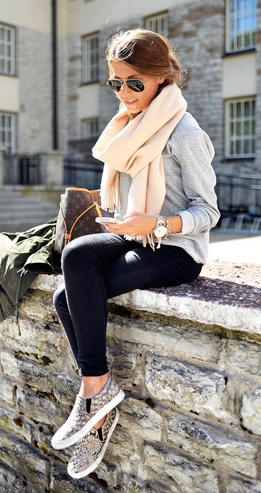 fall-fashion-cream-scarf-gray-knit